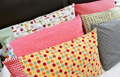 18 Easy Sewing Projects for Beginners- make birthday pillows and christmas even pillows