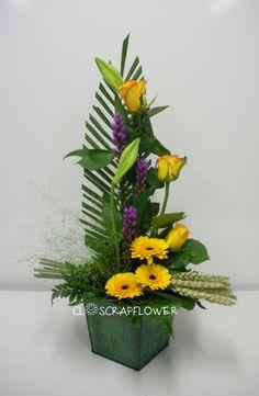 P - Photo de Art flo : Composition simple face - Closcrapflower Creative Flower Arrangements, Church Flower Arrangements, Floral Arrangements, Simple Face, Floral Design, Art Floral, Japanese Flowers, Ikebana, Fresh Flowers