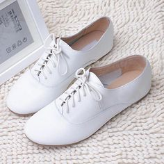Details about Women/Lady White Leather Loafer Oxford Flat Shoe Lace Up Brogue Casual Retro New, brogue Casual Details Flat Lace Leather Loafer Oxford rétro shoe White WomenLady 718605684278691114 White Oxford Shoes, Women Oxford Shoes, Oxford Flats, White Flat Shoes, Shoes Women, White Shoes Outfit, Oxford Shoes Outfit, Retro Shoes, Vintage Shoes