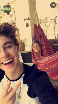 Nash and Jack. Doesn't Jack look so cute>>>>иσ нє ℓσσкѕ ℓιкє fяєαкιиg вαмвσσ σf ¢συяѕє нє ℓσσкѕ ¢υтє ℓα∂у