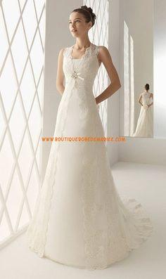 Robe de mariée romantique en satin couvert par dentelle avec traîne
