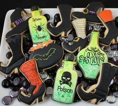 Halloween-themed Cookie Art Class by the Hungry Hippopotamus Halloween Cookies Decorated, Halloween Sugar Cookies, Halloween Baking, Halloween Goodies, Halloween Desserts, Halloween Treats, Decorated Cookies, Halloween Town, Spooky Treats