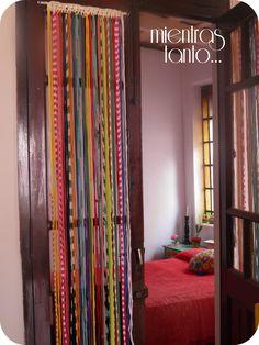 Cortina de totora multicolor