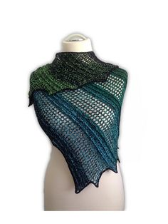 we have shared this collection of 10 free crochet shawl patterns, each of these pattern comes with a keen sense of style to match the professional standards! Crochet Shawls And Wraps, Crochet Scarves, Crochet Clothes, Crochet Woman, Crochet Lace, Free Crochet, Learn Crochet, Shawl Patterns, Crochet Patterns