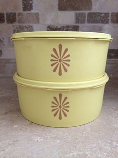 Vintage tupperware servalier, set of soft butter yellow canisters Servalier with brown motif, retro kitchen Princess Kitchen, Salad In A Jar, Vintage Tupperware, Kitchen Photos, Canisters, Casserole Dishes, Vintage Pink, Vintage Kitchen, Handmade Items