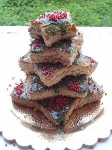 albero di biscotti http://super-mamme.it/2012/12/06/albero-di-biscotti-al-miele/