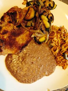 mexican food porkchop fideo Quick Snacks, Quick Meals, My Recipes, Mexican Food Recipes, Pork Chops, Lunches, Steak, Babe, Foods