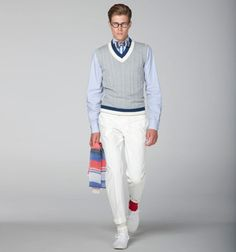 Look preppy au noeud papillon à motif et gilet col V / Preppy look with patterned bow tie and sleeveless v-neck jumper, Hackett, Estilo Nerd, Estilo Preppy, Preppy Boys, Preppy Style, Style Men, Men's Style, Ivy League Style, Fashion Merchandising, Hipster Man
