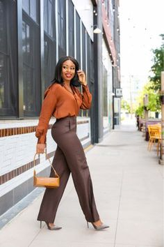 How To Achieve An Effortless Work Style - Jadore-Fashion Stylish Work Outfits, Business Casual Outfits, Office Outfits, Classy Outfits, Stylish Outfits, Office Wardrobe, Stylish Eve, Business Attire, Mode Outfits