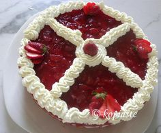 Strawberry Jelly and Yoghurt Mousse Cake   /  Τούρτα με  Μους Γιαουρτιού και Ζελέ Φράουλας   http://www.kopiaste.info/?p=3555