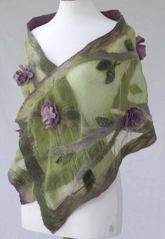 Luxury hand crafted nuno felt scarves and wraps - felt workshops - Gallery - Peaceful Gardens Nuno Felting, Needle Felting, Nuno Felt Scarf, Felt Flower Scarf, Felted Scarf, Felted Wool, Mundo Hippie, Textiles, Wool Art
