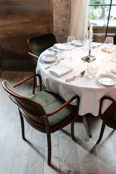 I'm cockoo for Le Coucou.and these vintage Thonet chairs. // Via Stacie Flinner Cheap Dining Room Chairs, Dining Chair Slipcovers, Bar Chairs, Living Room Chairs, Dining Table, Office Chairs, Dining Rooms, Stools, Chinoiserie