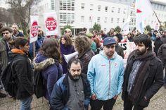 Los vídeos del arresto de un activista antidesahucios desmienten a la policía | Galicia | EL PAÍS