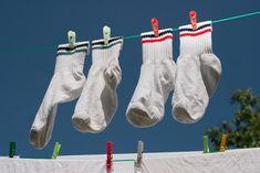 Drahé bielidlá z obchodu už nekupujem, toto dokáže zázraky: Biele ponožky sú teraz ako nové - belšie ako sneh a žiaria čistotou! Laundry Hacks, Christmas Stockings, Holiday Decor, Blog, Youtube, Stuff Stuff, Needlepoint Christmas Stockings, Blogging, Youtubers