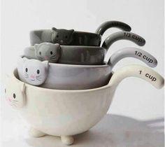 Measuring Cups. 1 kittie, 2 kitties.