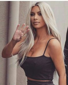 If anyone can be said to embody the American Dream, it's Kim Kardashian West. It's almost hard to remember a time before she and her sprawling mega-family—mother Kris Jenner and ex-stepfather, Olym… Long Platinum Blonde, Platinum Blonde Hair, Kardashian Kollection, Kardashian Style, Kim Kardashian Long Hair, Kim Kardashian Hairstyles, Kardashian Jenner, Kim Kardashian Haircut, Kim Kardashian Nails