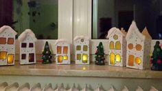 Weihnachtsstadt aus Milchtüten - Basteln mit Kindern - Weihnachten Upcycling | Quatsch-Matsch.de