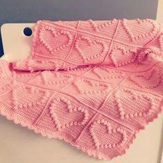 Crochet Bobble Heart Blanket free Pattern at allpatterns Crochet Heart Blanket, Bobble Crochet, Bobble Stitch, Crochet Blanket Patterns, Cute Crochet, Crochet Crafts, Knitting Patterns, Irish Crochet, Crochet Bunny