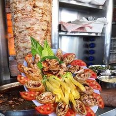 Best Fruit Salad, Lebanese Cuisine, Shawarma, Apple Wallpaper, Tasty Dishes, Sandwiches, Cooking Recipes, Fancy, Chicken