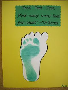Craft to go along with reading The Foot Book Dr Seuss's Bday! Craft to go a Dr. Seuss, Dr Seuss Art, Dr Seuss Crafts, Dr Seuss Week, Arts And Crafts For Adults, Easy Arts And Crafts, Toddler Art, Toddler Crafts, Dr Seuss Activities