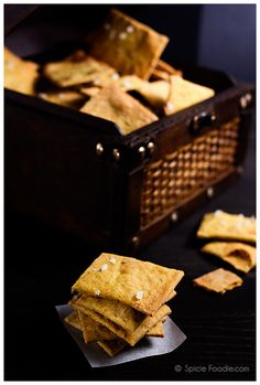 Garlic Rosemary Vegan Crackers with a Twist via @SpicieFoodie