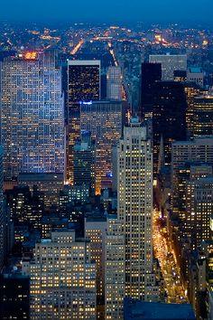 New York night./// New York City at Dusk New York night./// New York City at Dusk Photographie New York, New York City, Places To Travel, Places To Visit, New York Night, Voyage New York, Blue Ridge Mountains, Concrete Jungle, Night City