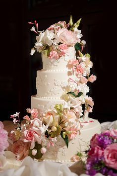 Beautiful & Classic Wedding Cake by Ron Ben-Israel ~ weddingcakes.com / Photography by wayneyuan.com / Floral Design by millefioriflowers.com