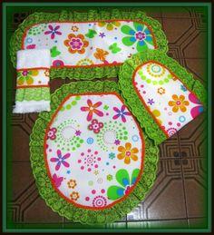 Si te gusta coser y quieres hacer algo bueno para tu baño, Te invito a aprender a hacer moldes para un juego de baño. Una vez que hayas aprendido, puedes personalizar tu juego de baño. Hay amigos a… Bathroom Crafts, Bathroom Sets, Crochet Flower Patterns, Crochet Flowers, Flower Crafts, Decoration, Objects, Diy Crafts, Quilts