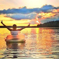 Onnea on uusi uimapatja ja lämmin vesi. / Happiness is a new swimming mattress. Sunset Lake, Finland, Celine, Mattress, Happiness, Swimming, Celestial, Outdoor, Swim