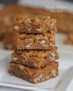 Pecan Praline Blondies-these bars are full of rich vanilla caramel flavor and lots of pecans!