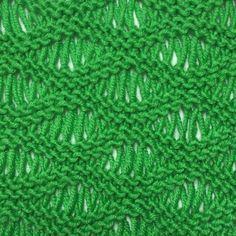 De golfsteek maakt een mooi soepel vallend breiwerk dat ook nog luchtig is. Je kunt hem in zomerse kleding gebruiken, maar ook in een winterse sjaal.