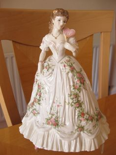 ROYAL WORCESTER FIGURINE QUEEN OF HEARTS (SPECIAL LIMITED EDITION)