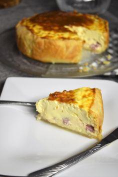 Qui ne rêve pas de faire une quiche lorraine épaisse ? Comme celle de la boulangerie ? Voici la recette parfaite.