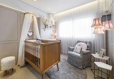 Quarto de bebê em cinza, rosa e branco - Constance Zahn | Babies & Kids