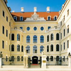 TASCHENBERGPALAIS (Dresden) - Many good hotels in Dresden - I like this one.