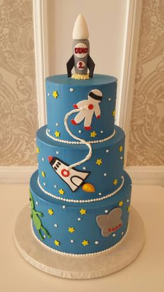 Rocket Ship Cake. Could easily do buttercream with fondant accents. Cute.