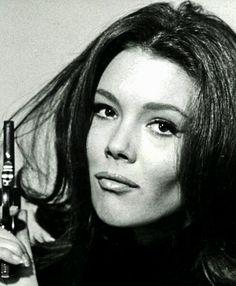 Emma Peel, Spy Shows, Uk Tv Shows, James Bond, Black White Photos, Black And White, Diana Riggs, Dame Diana Rigg, Avengers Girl