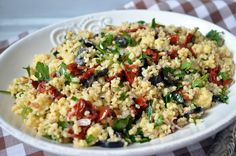 Salatka z kasza jaglana, suszonymi pomidorami
