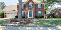 Wonderful 4BR Home in Sought After Collierville w/ In-Ground Pool! ~ Large Great Room w/ Fireplace ~ Formal Dining Room w/ Lots of Natural Light ~ Spacious Eat-In Kitchen w/ Tons of Cabinet Space