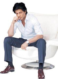 Mahagun Ad with Shah Rukh Khan Priyanka Chopra, Kareena Kapoor, Deepika Padukone, Indian Celebrities, Bollywood Celebrities, King Club, Sr K, Indian Star, King Of Hearts