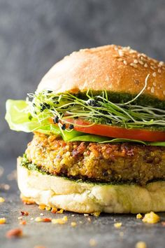 Tired of reading quinoa burger recipes? Welcome to this healthy Quinoa Burger Recipe. Red lentils, quinoa, a couple spices and you're good! Clean Eating Recipes, Healthy Dinner Recipes, Appetizer Recipes, Real Food Recipes, Vegetarian Recipes, Yummy Food, Free Recipes, Healthy Suppers, Cooking Recipes