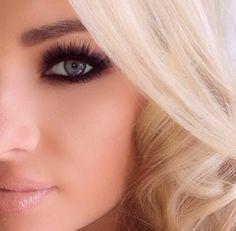 Smokey eyes + light pink lips