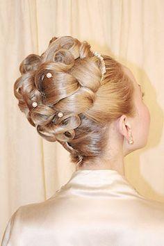 Wedding Hairstyles - A Bride's Bridal Hair Retro Hairstyles, Formal Hairstyles, Braided Hairstyles, Wedding Hairstyles, Natural Hairstyles, Bridesmaid Hair, Prom Hair, Bridesmaid Gifts, Prom Updo