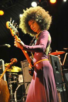 The goddess of jazz bass Esperanza Spalding Esperanza Spalding, Guitar Girl, Pelo Natural, Women In Music, Smooth Jazz, Jazz Musicians, Jazz Blues, Skinny Belt, Afro Hairstyles