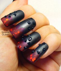 The Sparkle Queen: Gothic Nail Art – FingerFood's Theme Buffet Looks like something Cinna would have done to Katniss's nails. Holiday Nail Art, Winter Nail Art, Winter Nails, Fabulous Nails, Gorgeous Nails, Pretty Nails, Funky Nails, Love Nails, Halloween Nail Designs