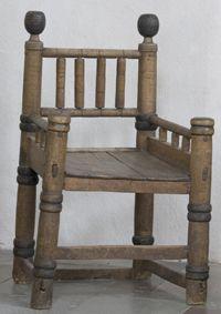 Similar to chair in Hereford Cathedral Romansk biskopsstol från 1200-talet' Skällvik