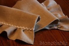 table runners to make | How to make a Burlap Table Runner.