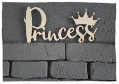 """Wunderschönes Holzschilder  """" Prinzess """" – perfekt für Wand, Tür oder Möbel. Home Decor, Products, Personalized Baby, Dark, Great Gifts, Script Logo, Work Shop Garage, Decoration Home, Room Decor"""