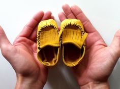 A how-to for making baby mocs. Too cute!