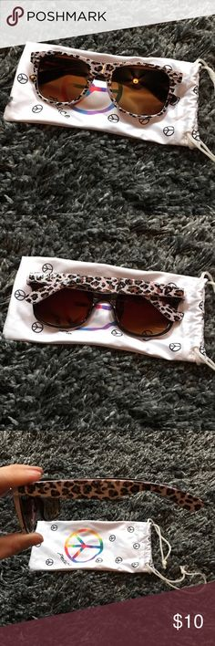 Leopard Faux Wayfarer Style Fashion Sunglasses Super cute and fun Leopard sunnies! Brown lenses, really comfy. Remind me of Ray Ban Wayfarers. Not name brand but are pretty sturdy and reliable! Gently worn a couple times. Accessories Sunglasses